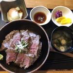 いろり家 - 足柄牛のステーキ丼(ロース)@2,200円