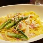 マンジャーレ - エビとアスパラのクリームソースパスタ(乾麺)ランチセットで¥1150(税込)