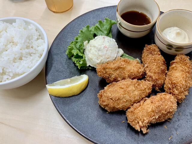 牡蠣五坪 九段下店の料理の写真