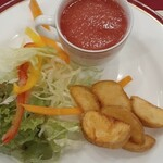 サンプーペー - Bセット サラダ(フライドポテト,サラダ,自家製トマトジュース)