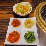 大徳壽 - ナムルとサラダは美味しくない