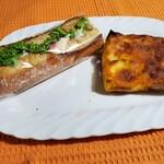 132365785 - 左;カスクルート·パンバニア¥432                         右;ビゴじいちゃんのパン·ペルデュ¥324