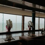 鉄板焼き 七里ガ浜 - 海を望むカウンター
