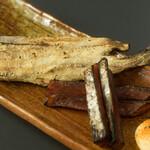 Bar CHASSY - 北海珍味 鮭とば&氷下魚