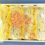 駅弁屋 - えび千両ちらし(上部には一面に厚焼卵が敷かれています)(2012年5月)