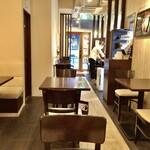 欧風カレー ソレイユ - カフェ以上レストラン未満な雰囲気のカレー店らしからぬ落ち着いた店