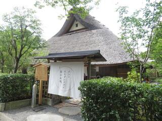 パンとエスプレッソと嵐山庭園 - カフェの門