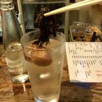 大衆酒場 よっちゃん - 紫蘇の葉もアテに