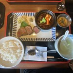 牛たん焼き 仙台辺見 - 上たん焼きと厚切りタンシチュー定食