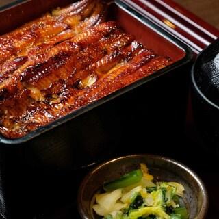 大ぶり肉厚な鰻を1尾!!!うな重・大富士3700円