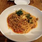 アドハビット - 豚挽き肉とブロッコリーのトマトソーススパゲティ