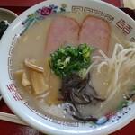 三福 - 料理写真:とんこつラーメン