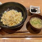 鶴亀飯店 - 五目炒飯(980円)