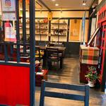 山久 - 広々とした開放感ある店内にJAZZが流れる。