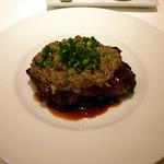 ラ・マティエール - 豚肩ロースの赤ワイン風味・ソースはキノコ。