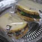 Pois082 - 料理写真:ピスタチオクリームサンド、ラムレーズンバターサンドクッキー