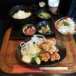 とり平 - 地鶏唐揚げ定食
