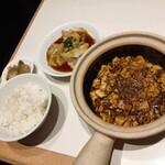 132439763 - ウマ辛茹でワンタンと陳麻婆豆腐
