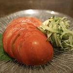 小川の魚 - フルーツトマト