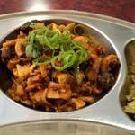 プルジャ ダイニング - 地鶏のモツを刻んだ料理