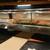 花見鮨 - 内観写真:カウンターとショーケース