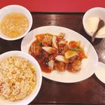 中国料理 舞華 - 料理写真:酢豚定食(白飯→炒飯に変更)880円+200円