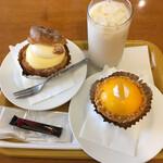 コパン - 神楽坂シュークリーム 280円、レモンタルト 400円、冷たい豆乳 レギュラーサイズ 300円(ケーキセットにつき50円引)、サービスのチョコ
