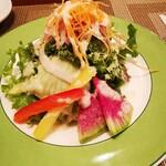 ochanomizuogawaken - サラダ ニガクサだらけかと思ったら、苦味がなかった!なんかやったなー?