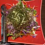 プライベート個室×旬菜居酒屋 魚々ろ - 彩り野菜と大根サラダです