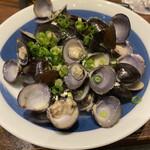 プライベート個室×旬菜居酒屋 魚々ろ - シジミ蒸しです