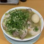 132485773 - 煮卵チャーシューメン(中)