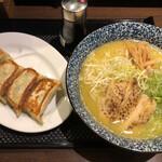 ブラウン - 料理写真:濃厚鶏そば + 餃子