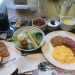 ROYAL Mirai Dining - 洋風朝食1500円。パンとスープはおかわり自由だと、食べ終わった時に言われました。。。残念なのは、内容だけではありません。・°°・(>_<)・°°・。