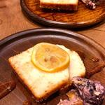 Organic Cafe ゆきすきのくに - レモンジンジャーのグルテンフリーケーキ。
