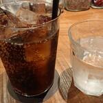 132506340 - 大きいグラスのコーラ