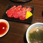 炭火焼肉・韓国料理 KollaBo - 焼肉定食とワカメスープ