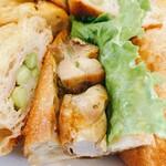 ふわりのパン - 枝豆とベーコンパンと鶏バジルのサンド