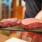 肉山 秋田 - 料理写真:右側は熊本あかうしのシンシン