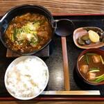 諭吉 - 料理写真:牛すじ辛煮定食