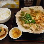作ノ作長掘本店木村商店 - しょう油キムチラーメンのランチセット