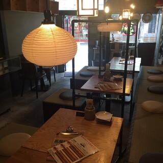 テーブルとテーブルの間にアクリル板を設置!