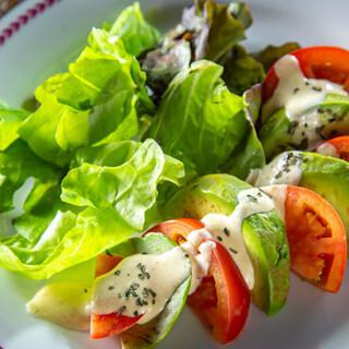 野菜ソムリエの自家農園や農家さんの厳選野菜が自慢!