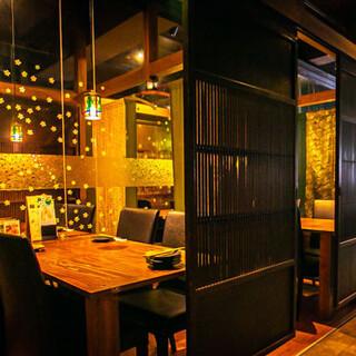 大正ロマンを感じる空間で、ゆったりとお食事をご堪能ください