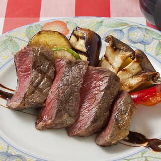 【自家製にこだわる】熟成肉やイベリコ豚…肉料理も自慢です!