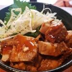 炉端バル さま田 - 相方の角煮丼、感想は・・・