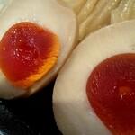 132527262 - 煮玉子、黄身はネットリ濃厚で真っ赤でやんす