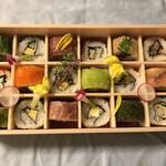 SHARI - ロール寿司18貫¥2400