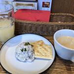 132529021 - ポテトサラダとグレープフルーツジュースとコーヒー