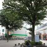 びっくりドンキー - 喜多見駅からはチョット距離がある。しかし大きな木の多い街だ(^-^