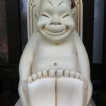 大阪串かつ てん家わん屋 - 外観写真:ビリケンさん